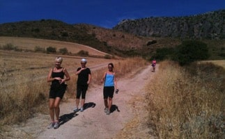 hikers heading down to rio guadiaro